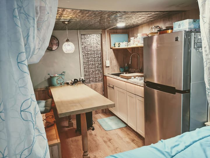 LA ! West Hills RV*Kitchen Bath Pool Patio SmartTV