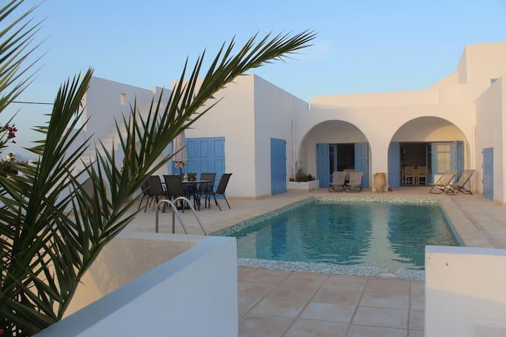 """Villa la maison face à la mer """"DAR BAHRYA"""""""
