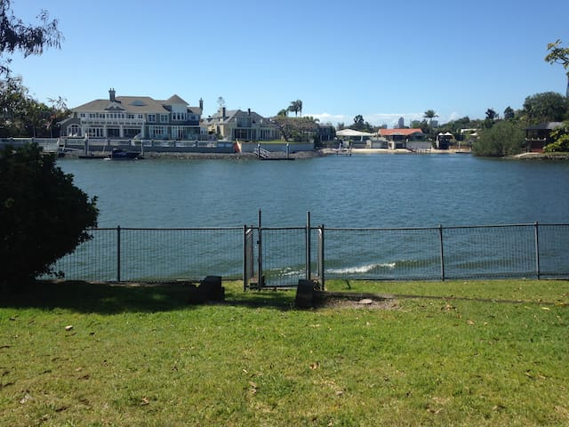 Waterfront House with the lot - Broadbeach Waters - Huis