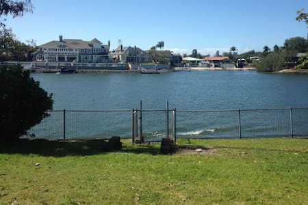 Waterfront House with the lot - Broadbeach Waters