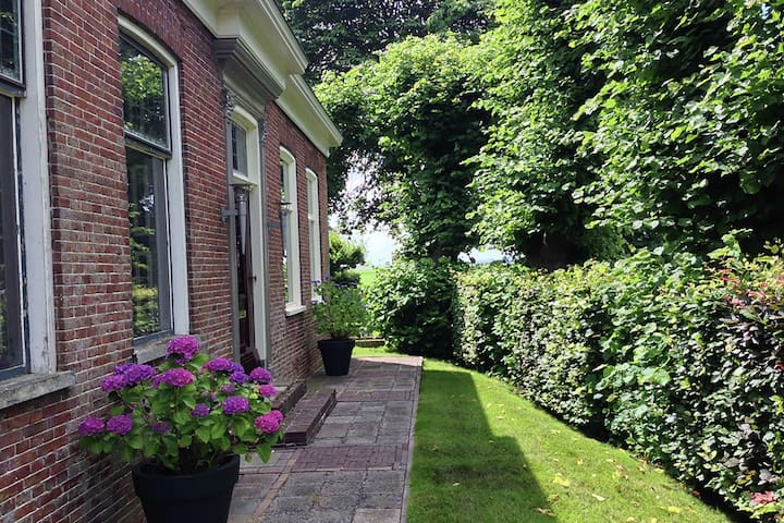 Designer apartment, 15 minutes to the city of Groningen and the coast