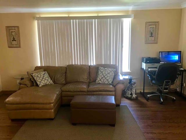 Home 4 Mins Away from HWY 61,Airport ,College & LU