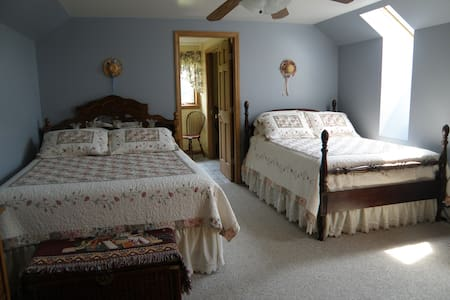Private Room ,Hyde Away-upstairs - Bed & Breakfast