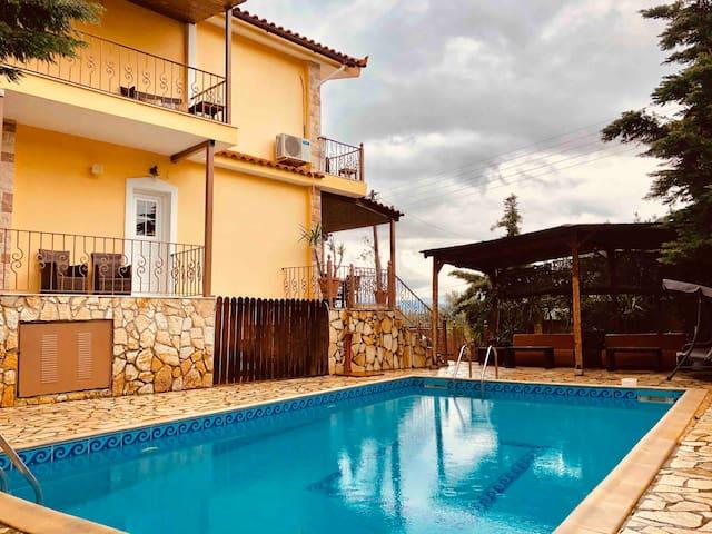 villa saron