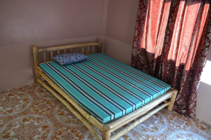 Private Bedroom near Mt. Arayat - Arayat, Pampanga