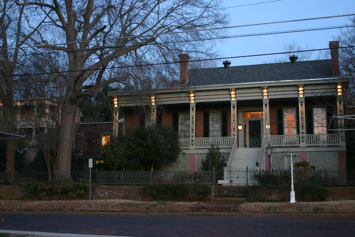 Corners Mansion Inn - A B and B - Vicksburg - Bed & Breakfast