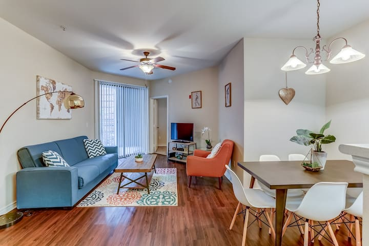 Spacious 2 BR w/Parking - 10 Min Walk to Beal ST