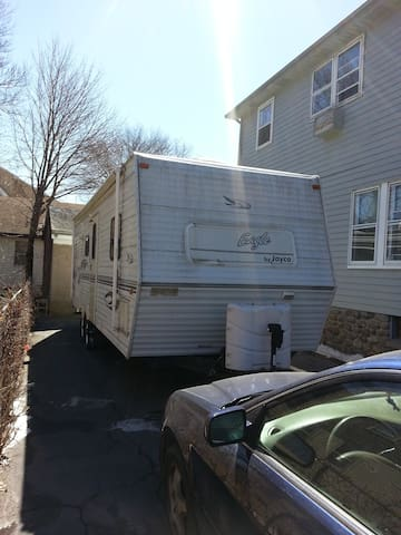Camper Rental with owner hauling - Waterbury - Husbil/husvagn