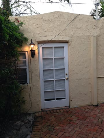 Charming 1BR Old Spanish Cottage - West Palm Beach - Huoneisto