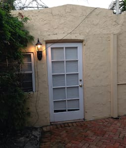 Charming 1BR Old Spanish Cottage - West Palm Beach