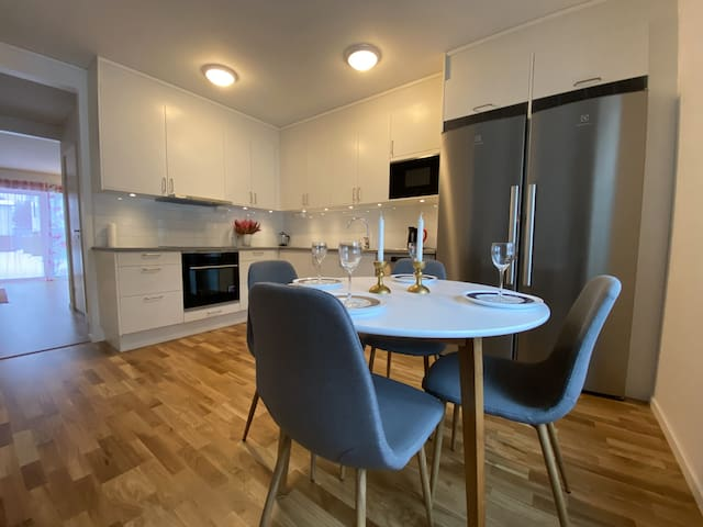 A cozy room in a new apartment nearby Nydalasjön