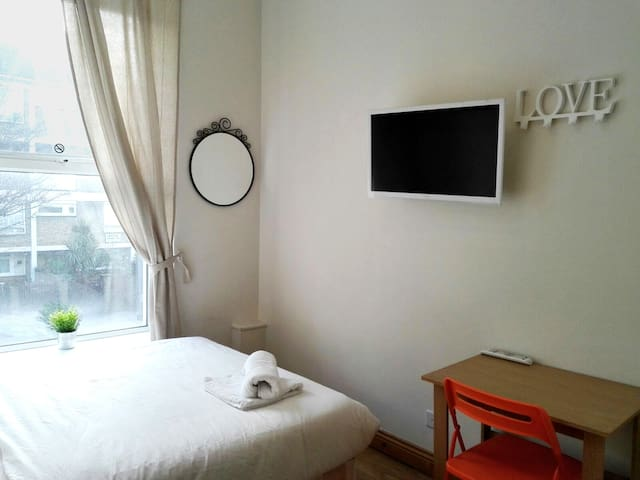 Private room in great of London (Westbourne) ! 4