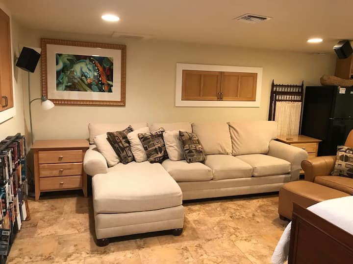 Basement Studio Apartment in Historical Downtown