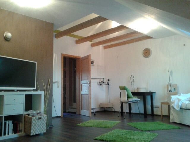 Helles u modernes Gästezimmer