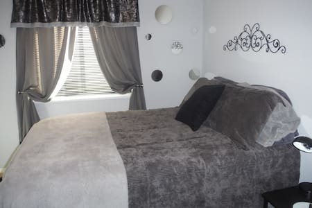 Private floor, Two BRs, bath & Den - Anchorage