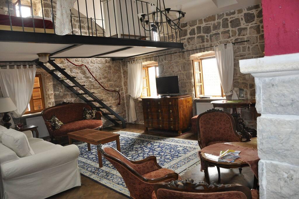 Wohnraum Obergeschoß mit Galerie Schlafsofa