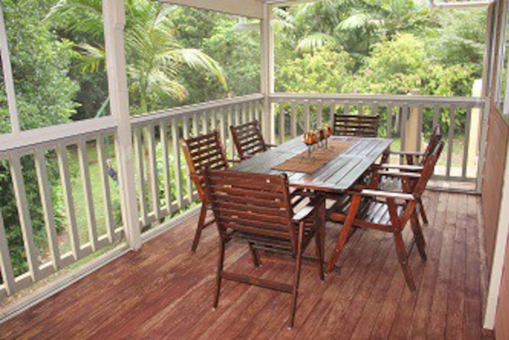 Large fully screened deck overlooking rainforest