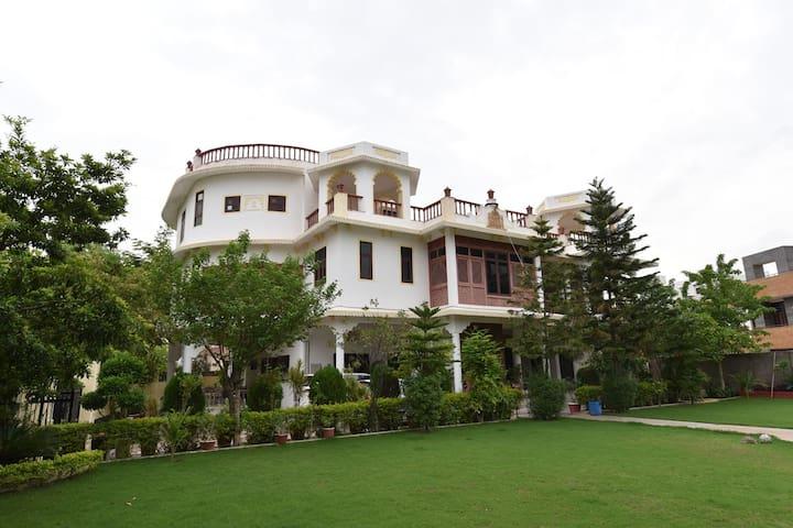 Abhimanyu Mansion: 2BHK Heritage Penthouse