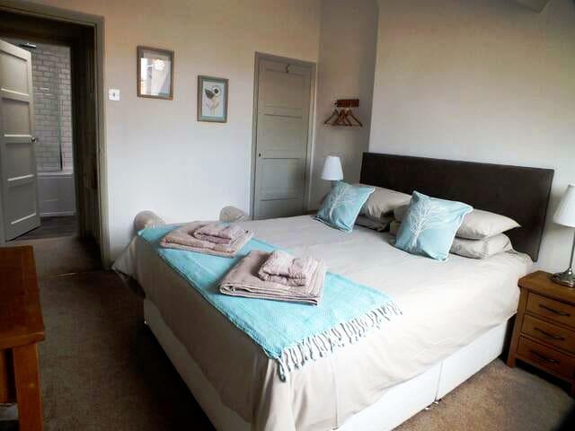 Comfy, light-filled king-size bedroom