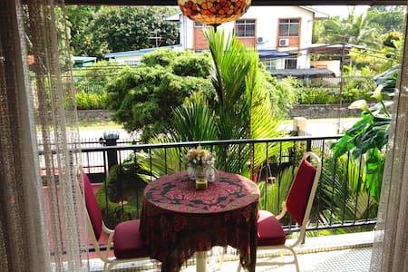 Garden Serenity Queen Room + Airport Pickup - Кота-Кинабалу