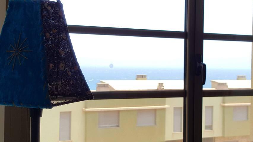 Vista desde el dormitorio principal. // Sea-view from the main bedroom.