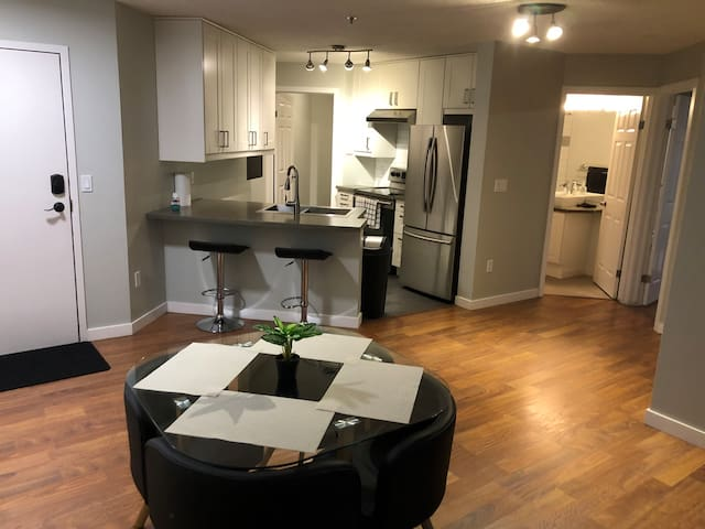 Cozy+Elegant DT loft minutes from Rogers arena
