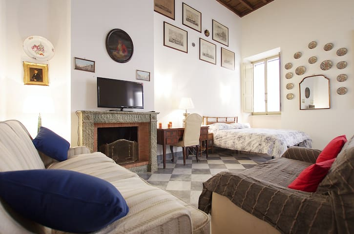Studio Apartment in Piazza San Calisto