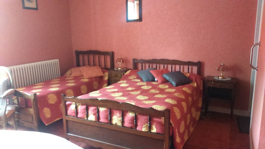 Chambre orange - Brioux-sur-Boutonne - Bed & Breakfast
