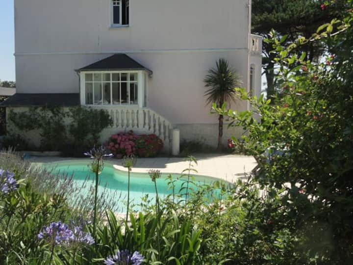 charm, beach(300m), pool, Normandy!