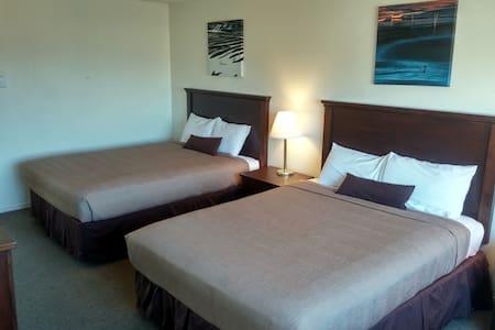 Double Queen Room @ Silver Sands - Rockaway Beach