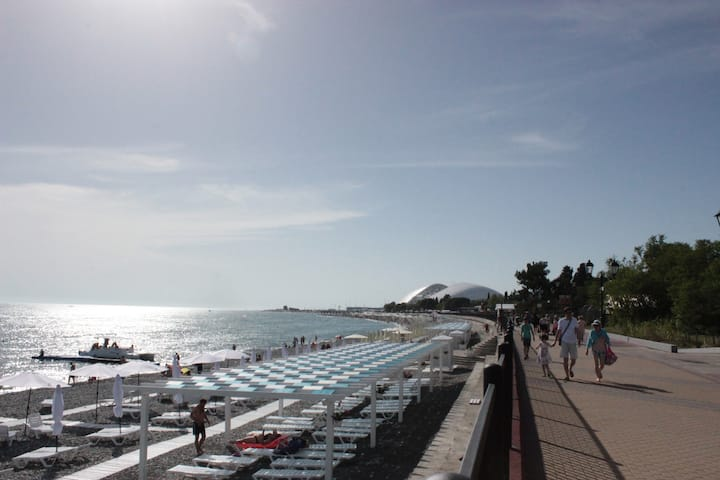 Домик на берегу моря (Олимпийский Парк)