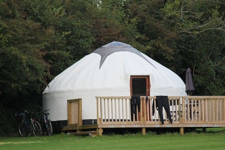 Luxury Yurts with hot tub - Liskeard
