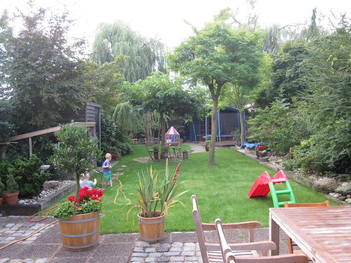 Large light familyhouse + garden