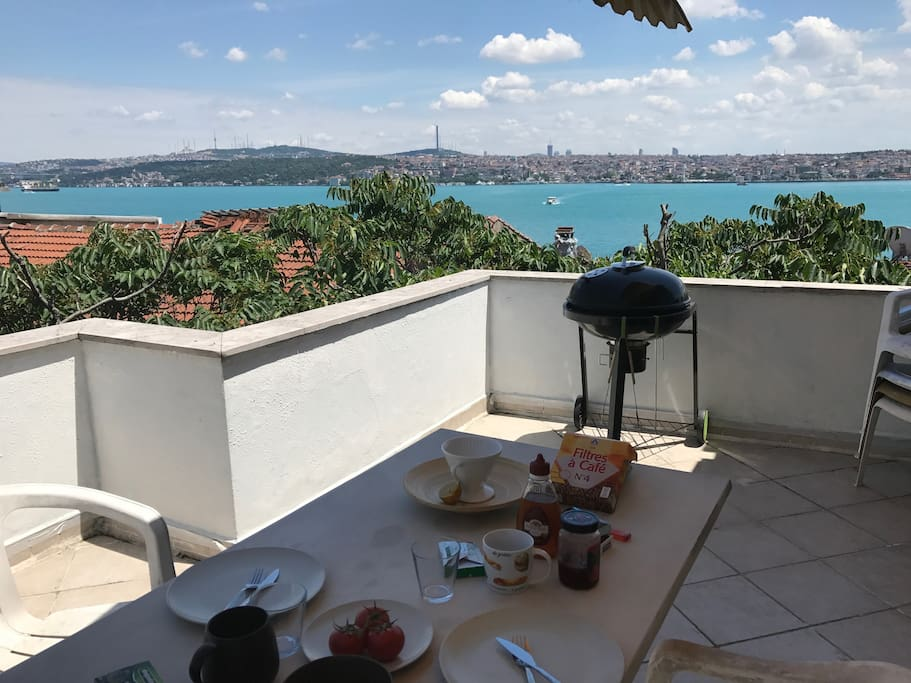 Breakfast with a view - 1st terrace