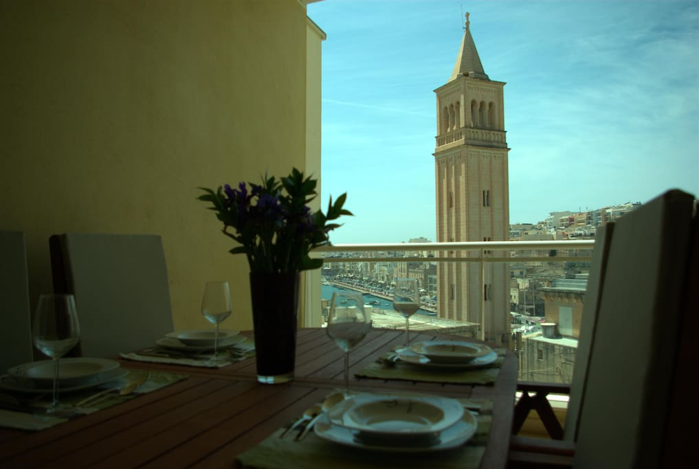 The lovely dining table on the main balcony allows you to enjoy the views whilst having your dinner outside.