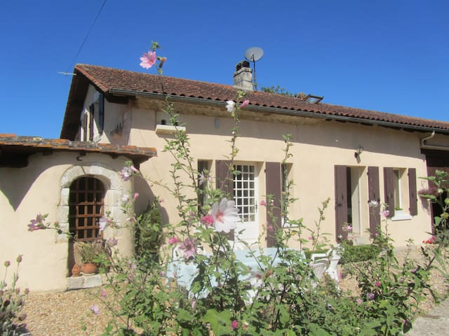 Lovely House with Terrace and Pool - Ribérac - Ev