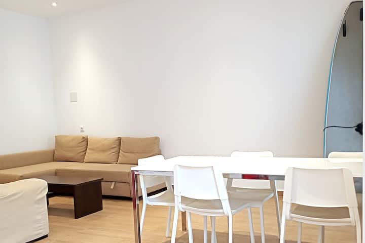 Spacious and modern apartment close to the beach