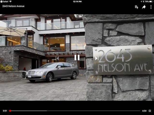 Modern 2 bedrooms suite in West Vancouver