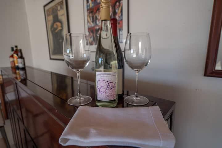 Romantic retreat walking distance to wineries