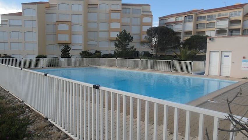 studio avec piscine direct plage  - port leucate  - Byt