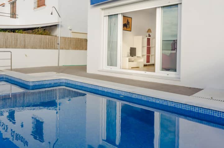 SEMI-DETACHED HOUSE PRIVATE POOL
