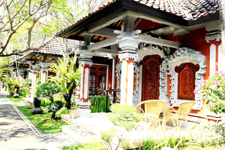 Shri Ganesh Villa and SpA one minute walk to beach
