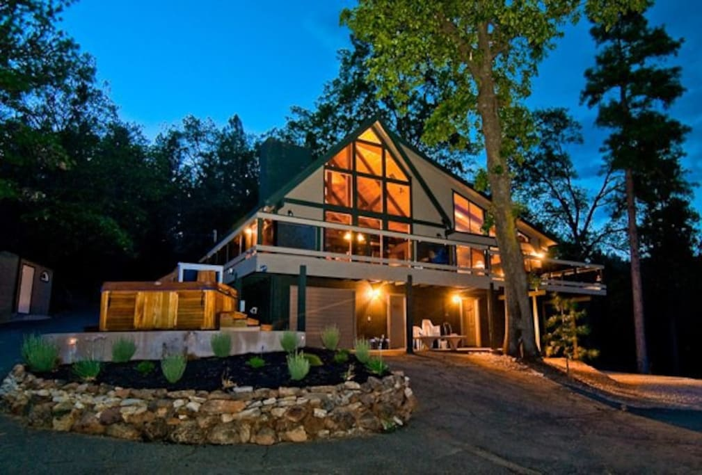 Beautiful Lodgeview Home Right On Shasta Lake Chalets