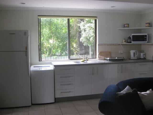 Charming Whitsunday Studio Unit - Cannonvale - Apartament