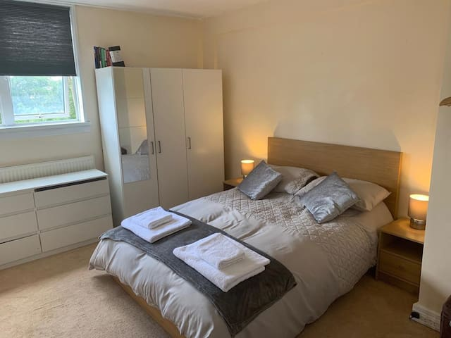 Private room in Belsize Park, London