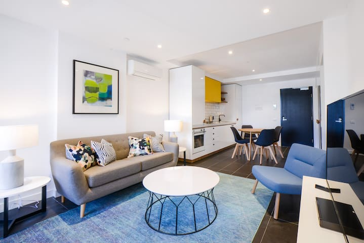 PALAZZO: 2 bed, 2 bath in Caulfield's hotspot!