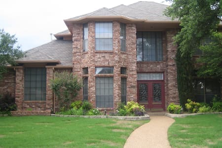 Queen, Walk in Shower-TV-- Internet - Dallas - Bed & Breakfast