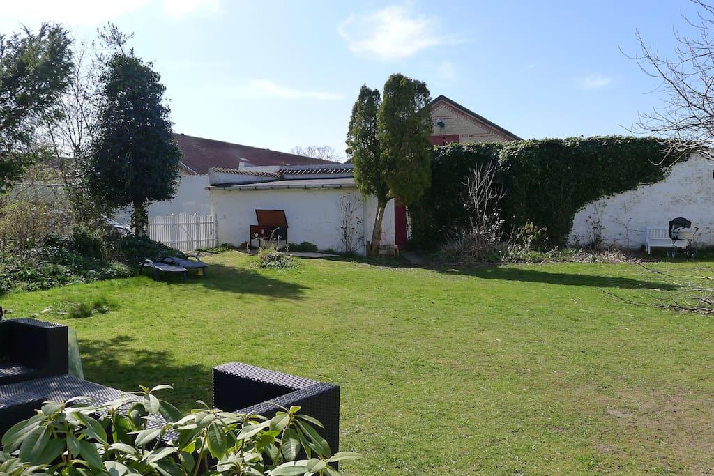 Private romantic garden