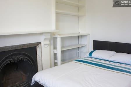 Double Room in Central Buxton RM 5 - Buxton - Bed & Breakfast