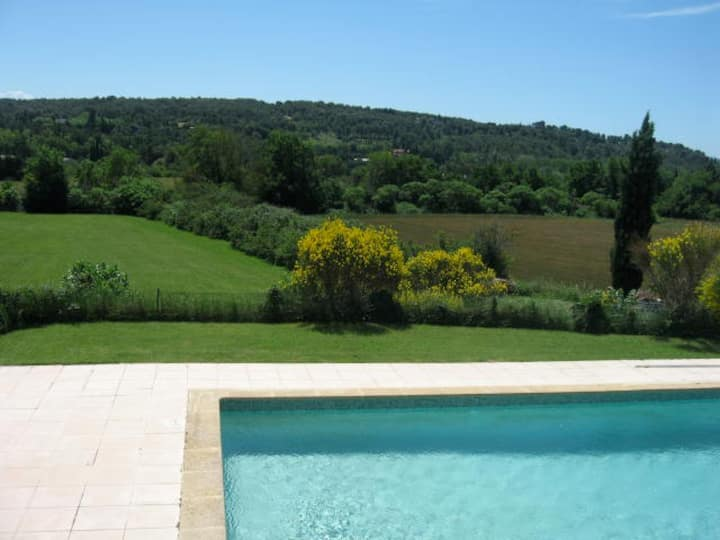Zen holidays in the heart of the Aix countryside